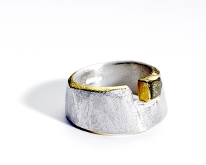 Great example of a rough diamond integrated into a unique design. Ring and photo from tanja-ufer.co.uk.
